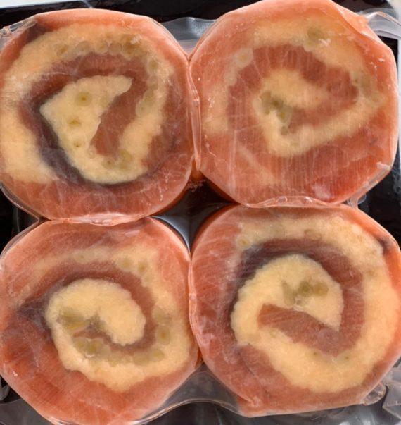 Рулеты из сёмги с сыром и кедровыми орешками